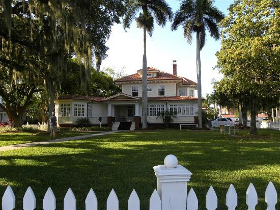 "Palmetto Riverside Bed and Breakfast : Looking back at our ""home"" for the night, as we head out for afternoon refreshment!"