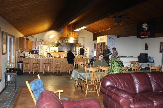 Alaska Powder Descents: Lounge area in the Adlersheim Wilderness Lodge