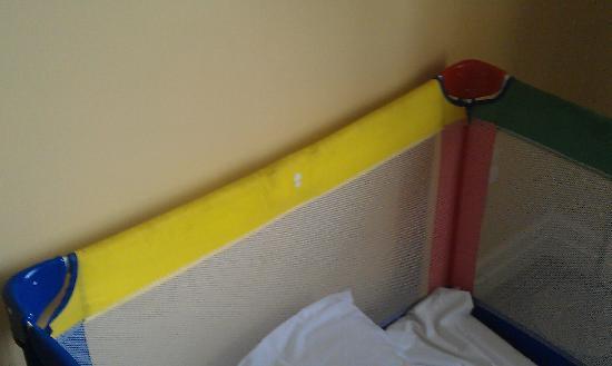 Talbot Hotel Stillorgan: Dirty cot