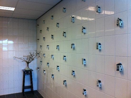 Hostelle: Bathroom decorations