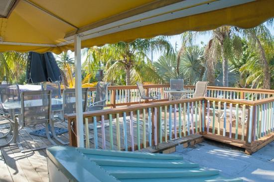 Sun Deck Inn & Suites: Yes, there really is a sun deck (and a shaded patio).