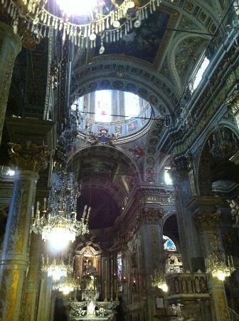 Chiesa di Santa Margherita d'Antiochia - Santuario di Nostra Signora della Rosa: Inside