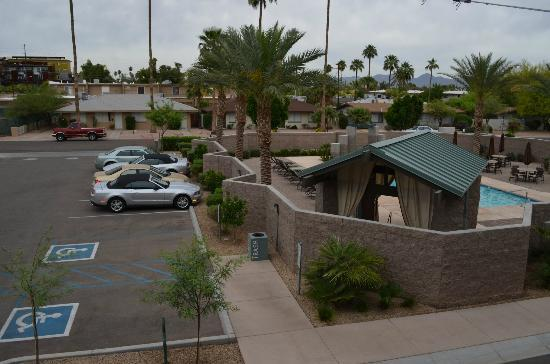 BEST WESTERN PLUS Sundial: view of parking lot and pool/whirlpool area from balcony