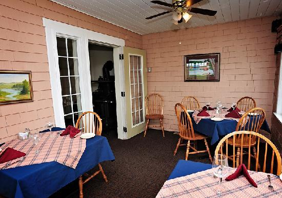 The Home Place Inn: Patio Dining