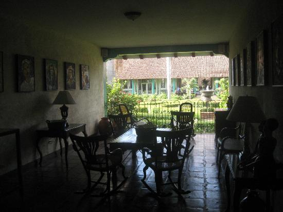 Hotel El Convento: Sitting area overlooking the courtyard