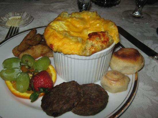 Claiborne House Bed and Breakfast: this was our yummy breakfast!