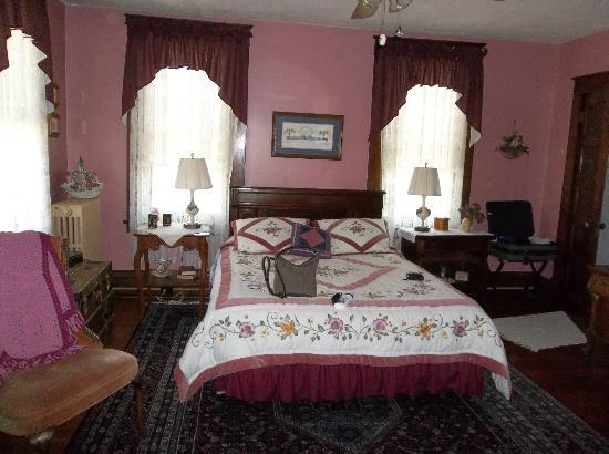 Inn on College Hill: Beautiful rose-colored walls