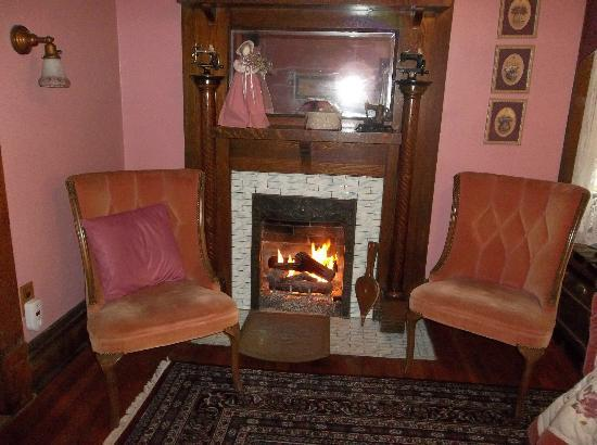 Inn on College Hill : The beautiful fire!