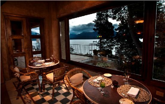 Luma Casa de Montana: Petit Restautante con vista al Lago