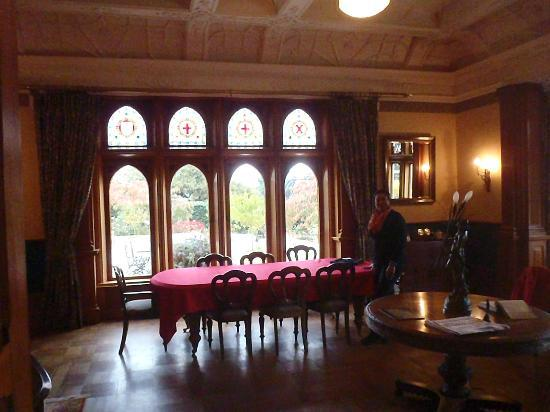 Pen-y-bryn Lodge: Looking through the stain glass windows from the dining room