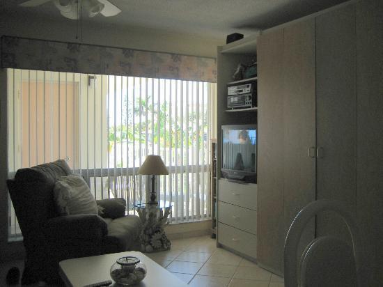 Floranada Condominiums : livingroom (fully equipped) plus murphy bed