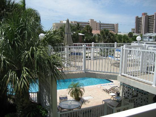 Floranada Condominiums : pool area (very clean)