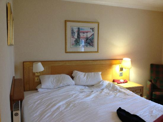 Holiday Inn Milton Keynes East - M1 Jct 14: Large bed but against the wall