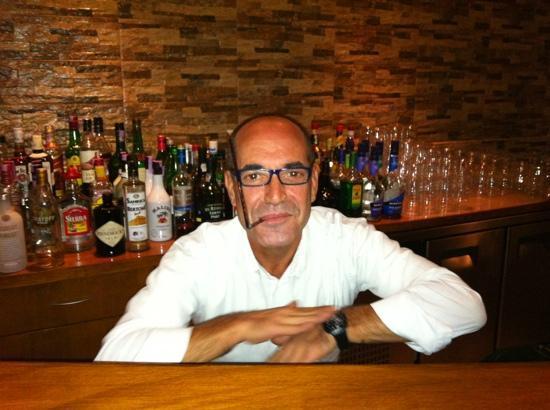 Luna Clube Brisamar: Miguel there fab barman
