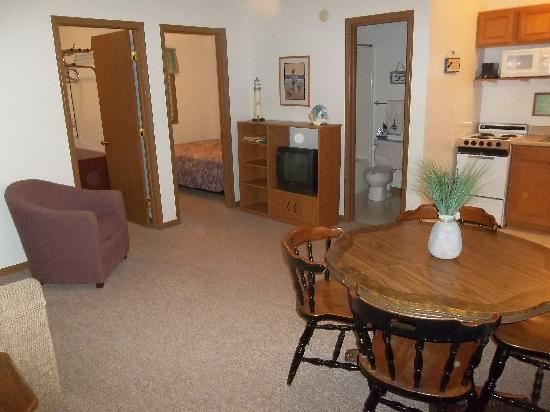 Golden Horseshoe Resort: inside of a deluxe two bedroom unit