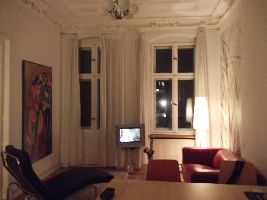 Brilliant Apartments: sala de estar com sala de jantar
