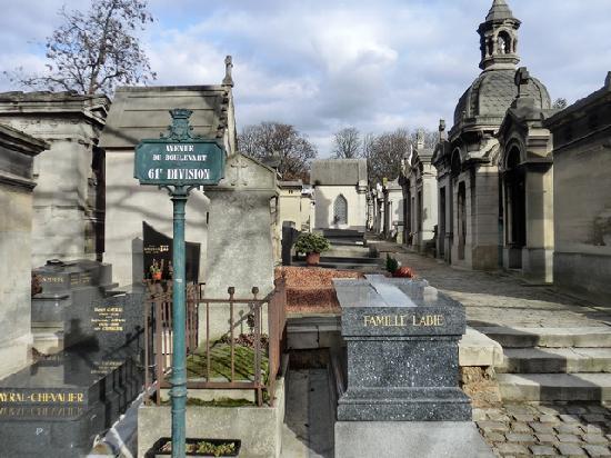 Pere lachaise paris picture of pere lachaise cemetery - Cimetiere pere la chaise ...