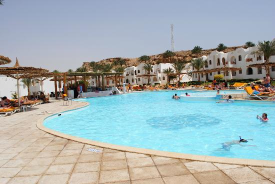 Sonesta Beach Resort & Casino: Poolside Area