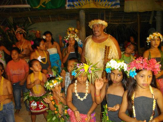 Atiu Villas: Island night with the locals