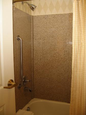 Residence Inn Grand Junction : shower/tub