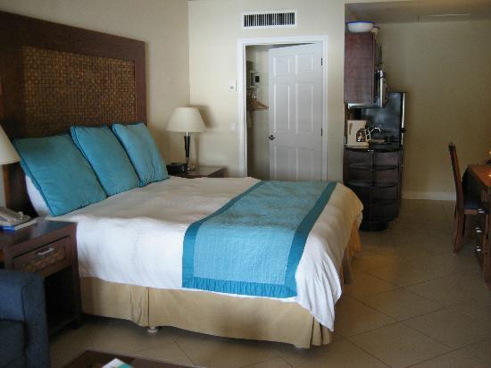 Divi Little Bay Beach Resort: Our room