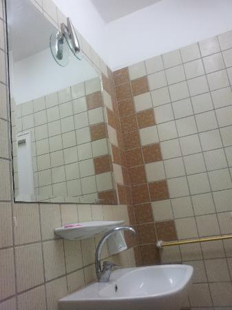 Alexander the Great Hotel: Bathroom - 1