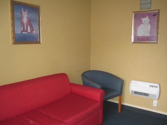 Cable Court Motel: Lounge
