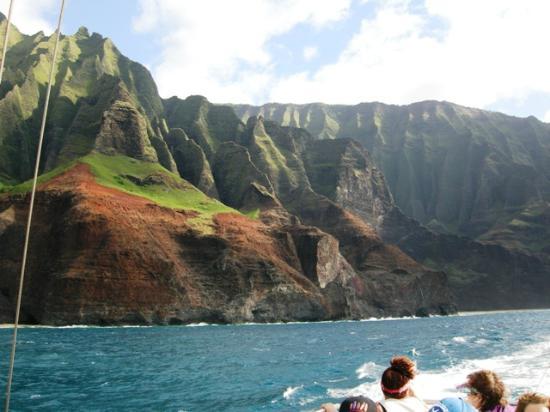 Kauai Sea Tours : Na Pali coast from the Lucky Lady catamaran