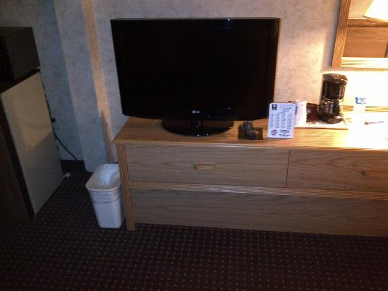 Baymont Inn & Suites Marinette: Nice TV in the room