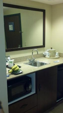 Hampton Inn & Suites Lake George: one of two suite sinks