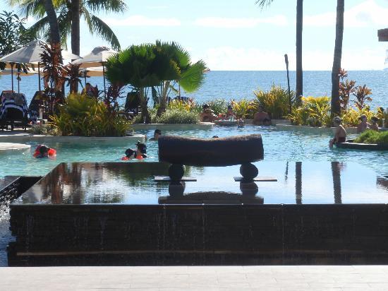 Sheraton Fiji Resort: looking from hotel over pool to ocean