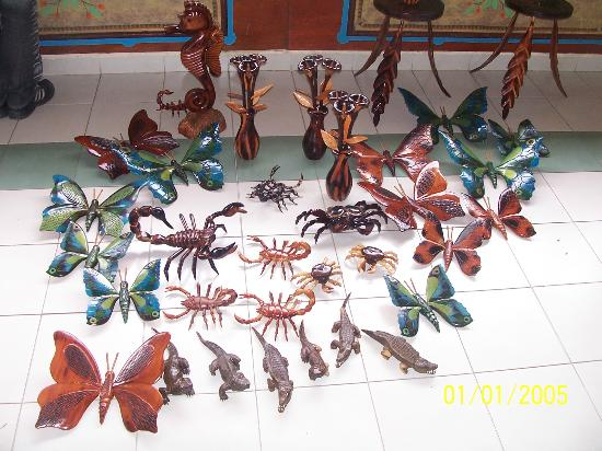 Hotel Playa Costa Verde: wood crafts out of this world
