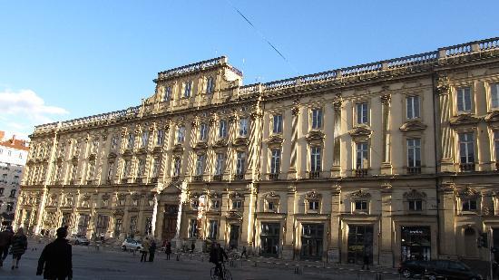 Musée des Beaux-Arts de Lyon : exterior of the museum
