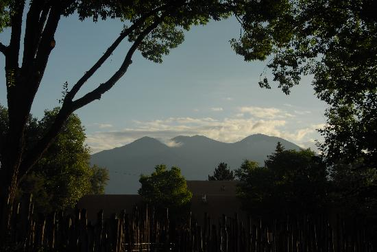 La Posada de Taos B&B: Another view from La Posada de Taos' Yard