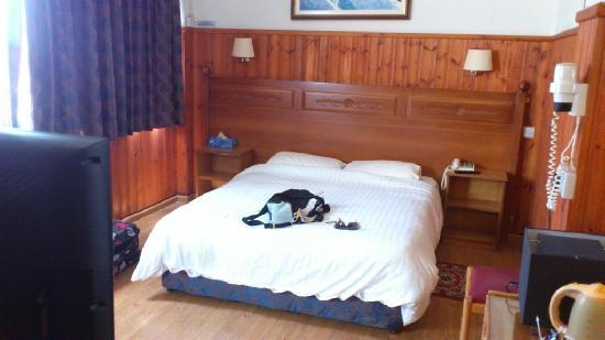 Asty Hotel: bed