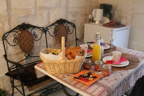 La Banasterie: breakfast in the room
