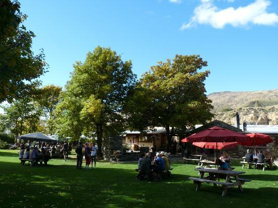 Cardrona Hotel: The garden at the back of the Cardrona