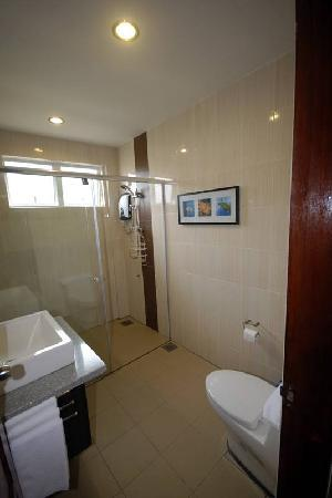 Tioman Dive Resort: Deluxe Bathroom