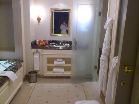 Fairmont Grand Hotel Kyiv: My bathroom