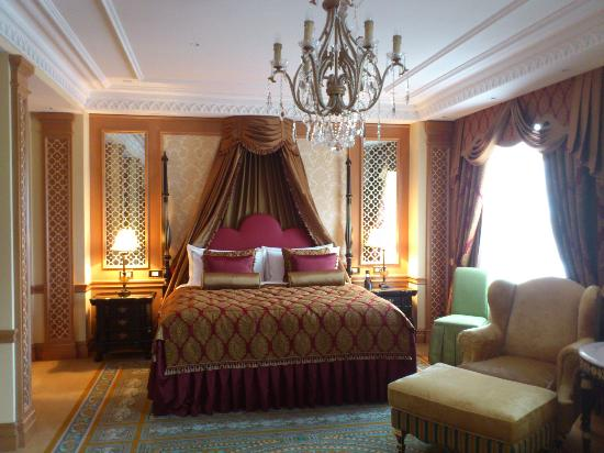 Fairmont Grand Hotel Kyiv: Bedroom of presidential suite