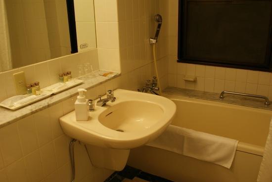 蒲郡クラシックホテル, バスルーム。  不適切な写真を報告する   蒲郡市、蒲郡クラシックホテル