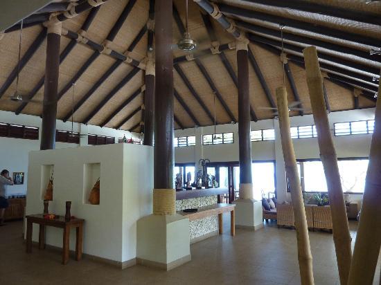 Eratap Beach Resort: Bar and restaurant area, view from near reception