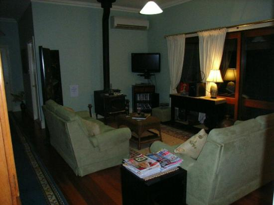 Acacia House: Common Lounge Room for Guest