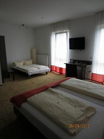 Hotel Aviva : Family room - Muy grande y confortable