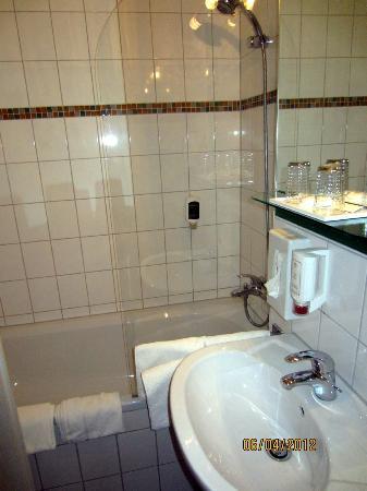Hotel Aviva : Baño