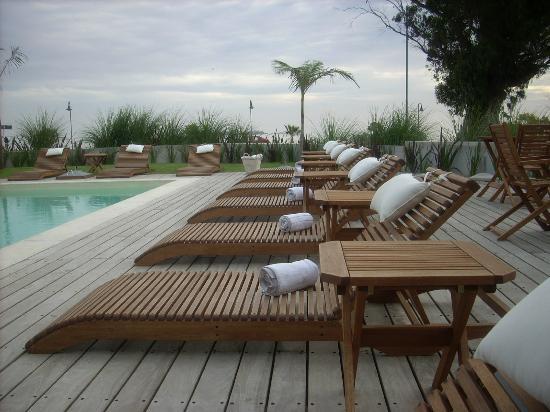 Costa Colonia Riverside Boutique Hotel: Hotel (piscina exterior)