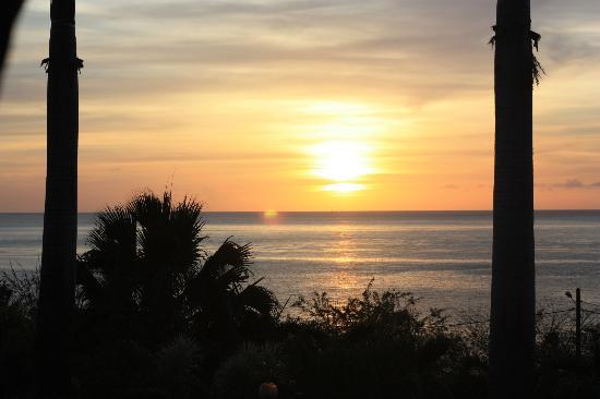 Hotel Au 'Ti Sucrier: coucher de soleil vu depuis la piscine de l'hotel