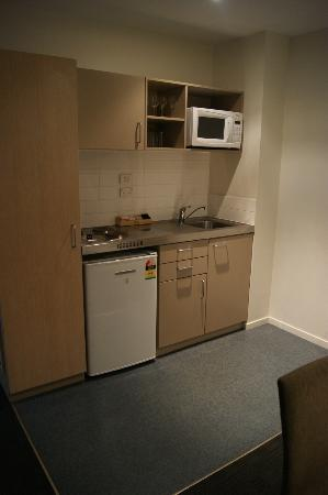 Waldorf Tetra Serviced Apartments: Kitchen area