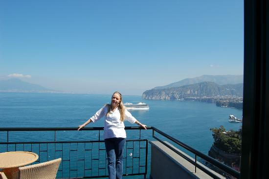 Hotel Bristol: Our balcony and wonderful view or Vesuvius and the Bay of Naples