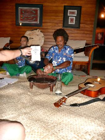 Taveuni Island Resort & Spa: Kava and singing with Sai